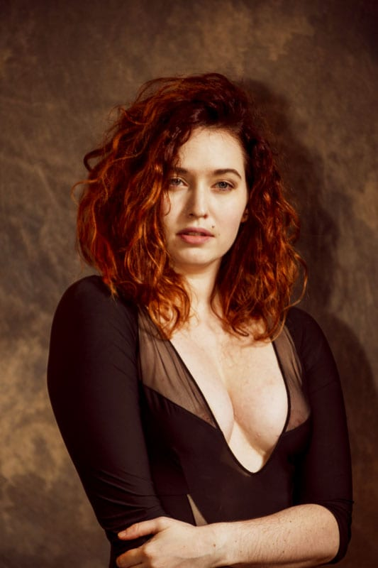 Model Amanda - Model with red curly hair profile