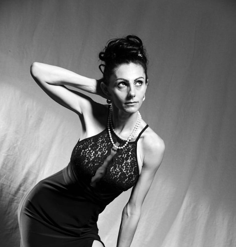 model abbie posing in black and white